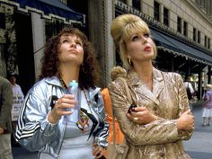 Foto: Jennifer Saunders als Edina en Joanna Lumley als Patsy in Absolutely Fabulous Patsy And Eddie, Bbc Kids, Patsy Stone, Jennifer Saunders, Joanna Lumley, Fashion Agency, Classic Comedies, It's All Happening, Ab Fab
