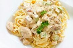 Espaguetis con nata y pollo ¡Rápidos y súper sabrosos! #Espaguetis #EspaguetisConNataYPollo #Pasta #RecetasDePasta #RecetasItalianas