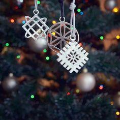 Novoroční hvězdy ⭐️ #roduslava #slovanskamoda #slavic #2018 #newyear2018 Christmas Ornaments, Holiday Decor, Accessories, Home Decor, Homemade Home Decor, Christmas Jewelry, Christmas Ornament, Interior Design, Christmas Baubles