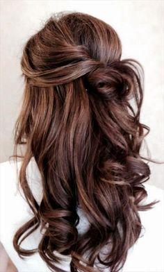    Kelly's Salon and Day Spa    Wunderschöne, romantische Frisur für eine Braut mit langen Haaren, die ihre Haare offen tragen möchte