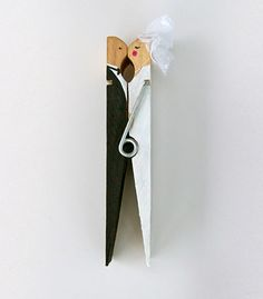 Kissing Clothespeg Craft http://www.handimania.com/diy/kissing-clothespeg-craft.html