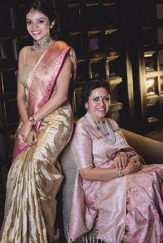 Striking designing saree blouse Discover more about . Saris, Silk Saree Blouse Designs, Saree Blouse Patterns, Seda Sari, Indische Sarees, Silk Saree Kanchipuram, Banarasi Sarees, Wedding Silk Saree, Bridal Sarees
