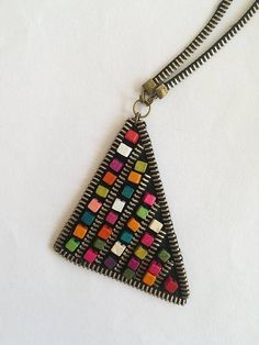 This unique piece of jewelry is made of golden zipper and wooden beads which are all sewn by hand. Zipper Jewelry, Fabric Jewelry, Beaded Jewelry, Jewellery, Diy Jewelry Projects, Jewelry Crafts, Zipper Flowers, Fabric Flowers, Zipper Crafts