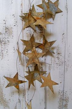 Hand rusted star garland wedding or home decor from Anita Spero Design.This could be done in cardboard and painted to look rusty, or perhaps a glitter garland. Noel Christmas, Vintage Christmas, Christmas Crafts, Christmas Ornaments, Metal Garden Art, Metal Art, Deco Originale, Star Garland, Twinkle Twinkle Little Star