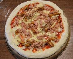 Pizza de casa cu ton si galbiori - Rețete Papa Bun Hawaiian Pizza, Ketchup, Mozzarella, Vegetable Pizza, Vegetables, Food, Essen, Vegetable Recipes, Meals