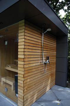 sauna, garden shower, larch wood facade by gartenhauptdarsteller modern Sauna House, Sauna Room, Outdoor Sauna, Outdoor Sheds, Garden Shed Diy, Home And Garden, Design Sauna, Carport Modern, Outdoor Firewood Rack
