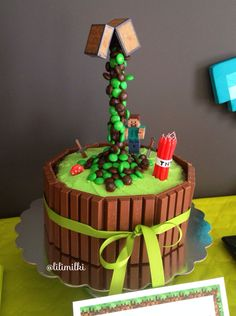 Minecraft Birthday Gravity Cake ★ - Minecraft World Minecraft Torte, Minecraft Pasta, Minecraft Birthday Cake, Minecraft Printable, Minecraft Cupcakes, Easy Minecraft Cake, Minecraft Crafts, Minecraft Skins, Anti Gravity Cake