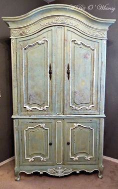 I painted this using two Annie Sloan Chalk Paint colors- Duck Egg Blue and Versailles.