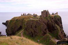 Castillo de Dunnottar • Stonehaven •  Son unas ruinas dramáticas e impresionantes sobre un acantilado al lado del mar. Visitar Dunnottar Castle ha sido una experiencia inolvidable. Estas ruinas fueron testigo de la turbulenta historia del país.