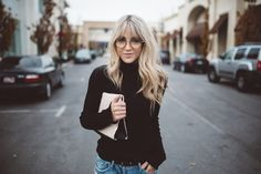 From Day to Night (Cara Loren) Hey guys! Today I have partnered with Unilever and Who What Wear to talk about taking a look from day to night, and the preparation and tools needed in between! I love this concept and am excited to b Blonde Fringe, Blonde Hair With Bangs, Hair Inspo, Hair Inspiration, Bangs And Glasses, Cara Loren, Good Hair Day, Grunge Hair, Dream Hair