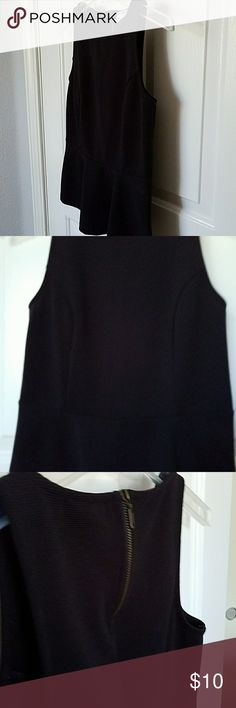 Old Navy Peplum Top Old Navy Peplum Top, cute detail with zipper in back, side detail, small ruffle on bottom. Textured fabric. Worn only a couple times. No signs of wear Old Navy Tops Blouses