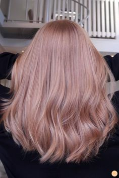 Strawberry blonde hårfärg - Peach Stockholm There is absolutely no disadvantage in turning by means Blond Rose, Rose Gold Hair Blonde, Champagne Blonde Hair, Strawberry Blonde Hair Color, Blonde Color, Red Color, Blonde Hair With Pink Highlights, Rose Gold Baylage, Pink Champagne Hair Color