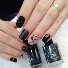 Having the ideal nails is an absolute necessity. It's mid-year however that doesn't mean you need to dependably wear brilliant hues, particularly on your nails. Stylish Nails, Trendy Nails, Cute Nails, Black Nail Designs, Gel Nail Designs, Hair And Nails, My Nails, Nail Design Spring, American Nails
