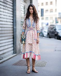 Fashion week street style versace, retro fashion, boho fashion, mens f Fashion Over 40, Milan Men's Fashion Week, Mens Fashion Week, Looks Street Style, Street Style Blog, Street Style Women, Women's Fashion Dresses, Boho Fashion, Fashion Trends