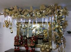 decorar espejos con guirnaldas navideñas Christmas Interiors, Christmas Room, Christmas Items, Christmas 2017, Christmas Holidays, Merry Christmas, Christmas Doorway Decorations, Holiday Decor, Christmas In The Philippines