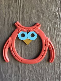 This is an owl made out of a horse shoe! This is very light weight and would look great hung on a wall for your decor. I can also make custom items, just send me a message and we can work it out! Due to the nature of this order, no refunds on any orders, but if there are any issues I would be happy to get it sorted out the best that I can. This item is made and ready to ship right away! Let me know if you have any questions