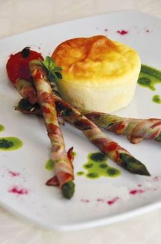Flan di Taleggio DOP con grissini di asparagi e pancetta