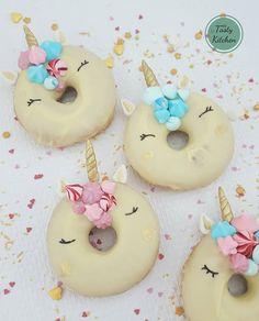 ideas birthday cupcakes fancy for 2019 Kids Party Snacks, Cute Snacks, Party Treats, Cupcake Birthday Cake, Birthday Cakes For Women, Birthday Treats, Happy Birthday, Fancy Donuts, Donut Party
