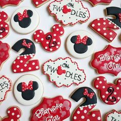OH BOY! It's Lyncoln's birthday! 🎉 This Minnie Mouse themed set was so fu. - Just Pin Minnie Mouse Theme Party, Minnie Mouse Cookies, Minnie Mouse Birthday Cakes, Red Minnie Mouse, Mickey Y Minnie, Birthday Cookies, Mickey Cakes, Mini Mouse, 2nd Birthday Party For Girl