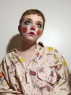 Anihcul Clown Makeup Pretty Anihcul On paper, normal makeup products really should be oh-so effortless Cat Eye Makeup, Pink Makeup, Contour Makeup, Girls Makeup, Eyeshadow Makeup, Makeup Art, Hair Makeup, 60s Makeup, Yellow Makeup