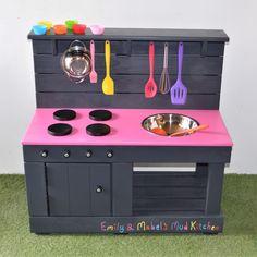 Outdoor Play Kitchen, Mud Kitchen For Kids, Diy Play Kitchen, Toy Kitchen, Wooden Kitchen, Play Kitchens, Diy Kitchen Projects, Diy Wood Projects, Backyard For Kids