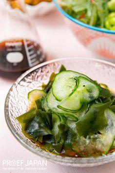 Kleine komkommer en wakame zeewiersalade | Proef Japan Asian Recipes, Spinach, Foodies, Food Japan, Food Porn, Vegetables, Eat, Drinks, Food Items