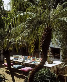 Tropical garden party table set up. Indian cushions, moroccan lanterns, sun and palmtrees... whish this was my back yard.