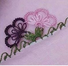 This Pin was discovered by Hac Crochet Unique, Diy And Crafts, Arts And Crafts, Crazy Quilt Blocks, Needle Lace, Crochet Designs, Crochet Stitches, Tatting, Elsa