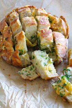 Når eg ser slikt skulle eg ønske vi kunne ha kvitta oss med cøliaki i heimen! Kanskje prøve å lage ein eigen versjon? No Knead Bread, Bread Bun, Little Kitchen, Recipes From Heaven, Bread Baking, Soul Food, Bread Recipes, Potato Salad, Favorite Recipes
