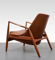 The Two Brothers, Erling and Egon Petersen 12 Design Ib Kofoed Larsen Black Dining Room Chairs, Living Room Chairs, Cheap Adirondack Chairs, Outdoor Chairs, Unique Furniture, Furniture Design, Lounge Chair Design, Lounge Chairs, Side Chairs