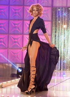 drag : Naomi Smalls : runway : #legsfordays