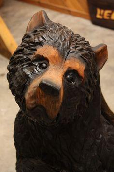 realistische Holzfigur Bär