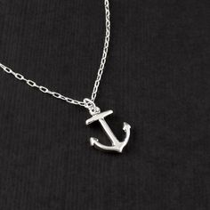 I'm lovin' nautical stuff right now, adore anchors especially...