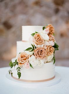 Photography : Sylvie Gil Photography | Cake : Perfect Endings Read More on SMP: http://www.stylemepretty.com/little-black-book-blog/2016/03/03/al-fresco-vintage-napa-estate-wedding/