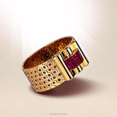 Van Cleef & Arpels - The 1937 Ludo Hexagone bracelet - yellow gold, diamonds and rubies Old Jewelry, Luxury Jewelry, Van Cleef Arpels, Class Ring, Cuff Bracelets, Coin Purse, Jewelry Design, Rings For Men, Jewels