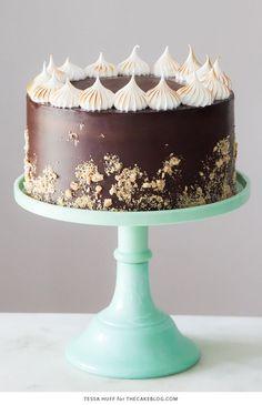 S'mores Cake - s'more inspired layer cake recipe with chocolate cake, graham cracker buttercream, chocolate ganache and toasted marshmallow meringue Meringue Desserts, Just Desserts, Pie Cake, No Bake Cake, Smores Cake, Layer Cake Recipes, Layer Cakes, Yogurt Cake, Cake Blog