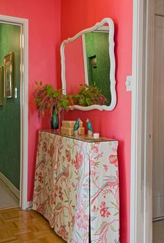 I'm getting a strong late '60s Palm Springs vibe from the home of Kate Schintzius, with this tropical-inspired pink. I'm suddenly craving a frozen strawberry daiquiri. (From Sneak Peek: Best of Pinks and Reds) #sneakpeek #pink #red