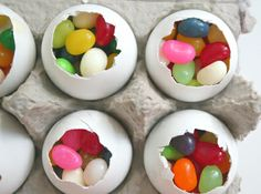 Real egg shells filled with jelly beans for Easter place settings. Add a little card with each persons name on toothpick. Easter Egg Crafts, Easter Treats, Easter Eggs, Easter Activities, Easter Games, Easter Parade, Hoppy Easter, Easter Dinner, Egg Hunt