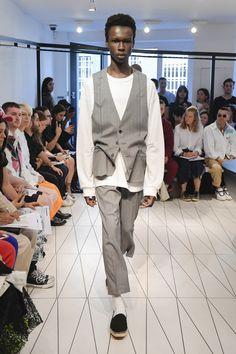 Chalayan Spring 2019 Menswear Fashion Show Collection: See the complete Chalayan Spring 2019 Menswear collection. Look 16