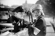 Elokuvasta SF-paraati, ohj. Yrjö Norta, 1939. Kuva: Suomen Filmiteollisuus Oy -kokoelma / KAVA