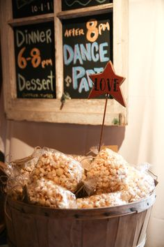 A great fall favour: Kettle corn! Photo by Charity Swords Photography.