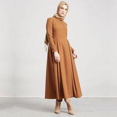 Zamansız #elbise kışın en sevilen renklerinde. 🍂🍁| Satın almak için link profilde 👆🏻