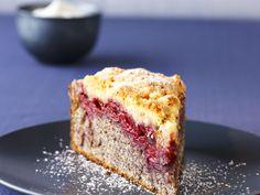 Mohnkuchen mit Kirschen | Zeit: 1 Std. 15 Min. | http://eatsmarter.de/rezepte/mohnkuchen-mit-kirschen