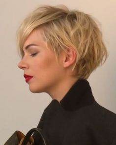 side view- Michelle Williams-Cool Casual Short Layered Blond Hairstyle