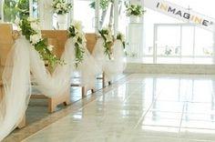 pretty idea (id use different flower colors i think...) winter-wedding-ideas