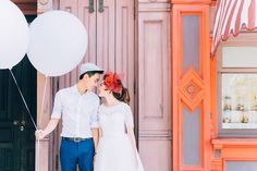 Looking for ways to add some fun to your engagement photos? Try these super easy props for your pre-wedding photography session!