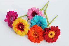 Gerbera, in Handarbeit gefilzte Blüten von Mafiz auf DaWanda.com