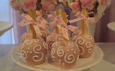 Diferentes, essas maças decoradas são opções originais de presentes para familiares e amigos. De Quero Cupcakes. Foto: Divulgação/Quero Cupcakes