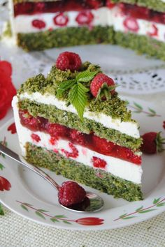 Spinach and raspberry cake- Szpinakowo- malinowy tort Spinach and raspberry cake - Baking Recipes, Cake Recipes, Dessert Recipes, Decoration Patisserie, Delicious Desserts, Yummy Food, Raspberry Cake, Polish Recipes, Sweet Cakes