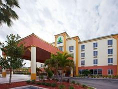 Cocoa Beach (FL) Holiday Inn Express Hotel & Suites Cocoa Beach United States, North America Stop at Holiday Inn Express Hotel & Suites Cocoa Beach to discover the wonders of Cocoa Beach (FL). The hotel offers a high standard of service and amenities to suit the individual needs of all travelers. Facilities like free Wi-Fi in all rooms, 24-hour front desk, facilities for disabled guests, express check-in/check-out, newspapers are readily available for you to enjoy. Designed fo...